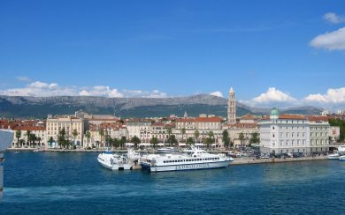 Split ferry harbor