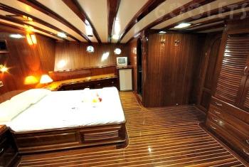 Luxury gullet cabin