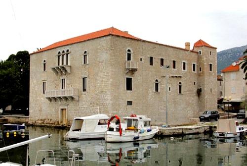 Castle Vitturi in Kastel Luksic