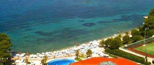 Le Meridien Lav Hotel beach