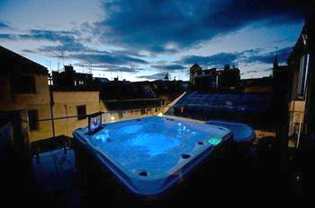 Jupiter Hotel rooftop bar with jacuzzi