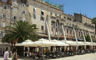 Riva promenade coffee bars