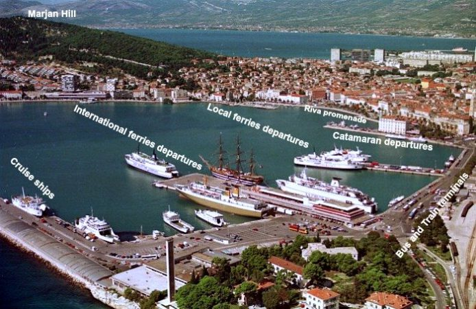 Split ferry port berths
