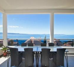 Podstrana villa dining room