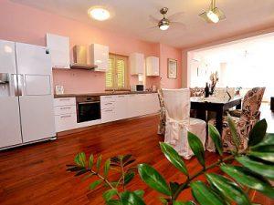 Split center villa kitchen